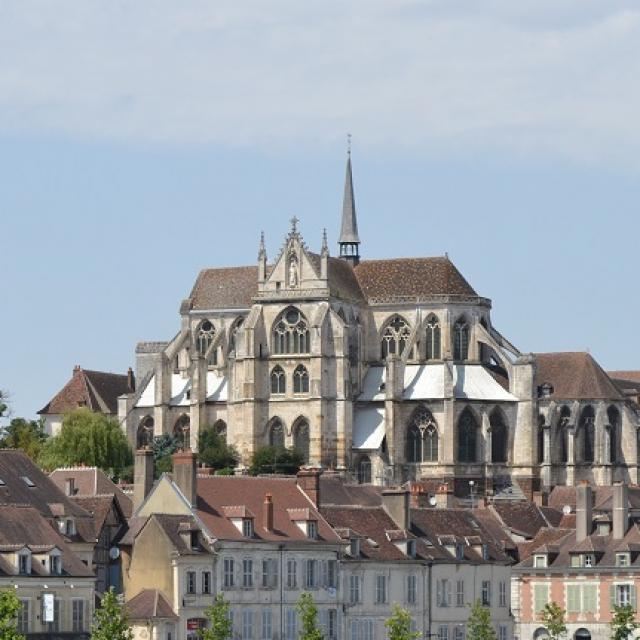 Abbaye Saint-Germain Statue Vitraux
