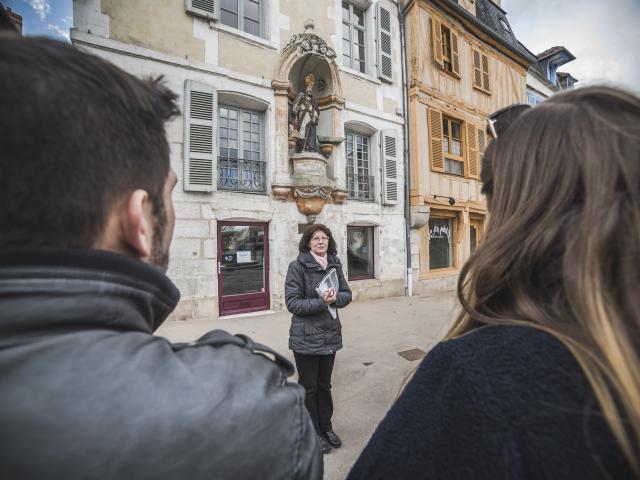 Visite guidée centre Auxerre place Saint-Nicolas
