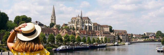 Fille + panorama abbaye