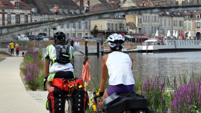 Cyclistes à Auxerre