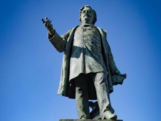 Statue Paul Bert-pont-Auxerre