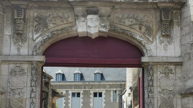 portail-renaissance-saint-bris-auxerrois-tourisme.jpg